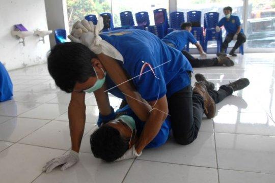 Pelatihan pertolongan untuk korban cedera Page 1 Small