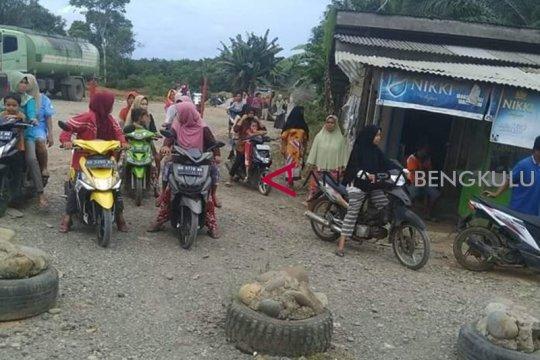 Kapal trawl rusak wisata bahari Tanjung Sangkar