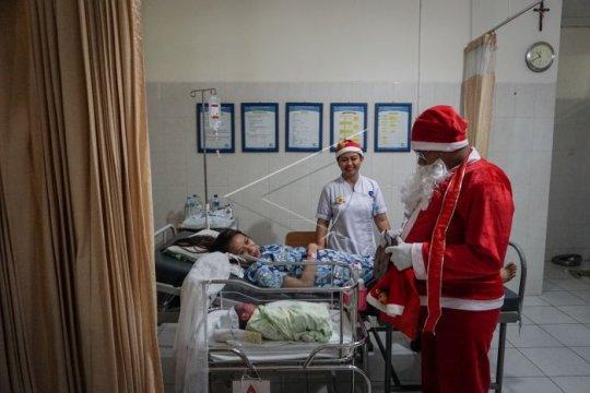 Perayaan Natal di rumah sakit Page 3 Small