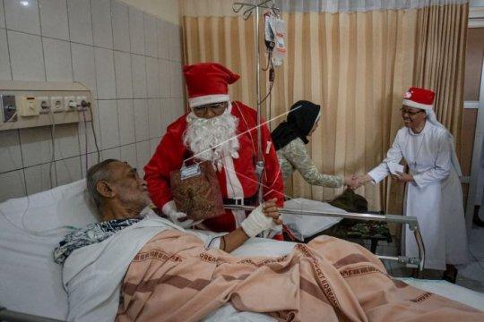 Perayaan Natal di rumah sakit Page 1 Small