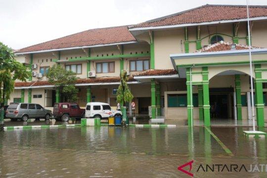 RSUD Batang terendam banjir, pasien dievakuasi