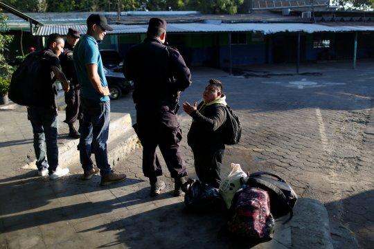 Ribuan migran di Meksiko bergerak menuju AS