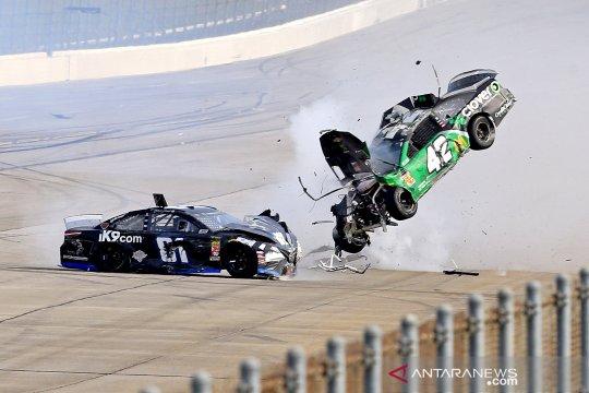 Insiden tabrakan di ajang NASCAR