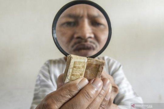 Al Quran Mini Berusia 500 Tahun Page 1 Small
