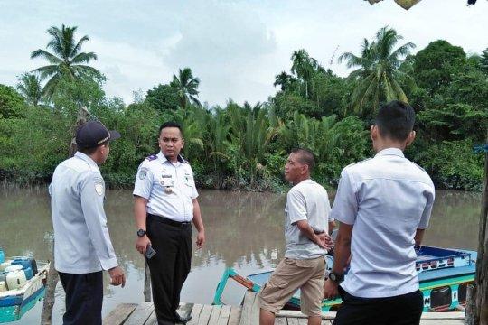 Disperkimhub Bangka Tengah periksa muatan kapal di Pelabuhan Sungaiselan