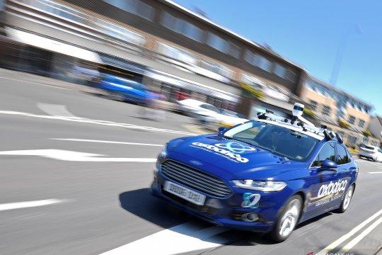 Tanpa bantuan sopir, mobil otonom melaju di jalanan Inggris