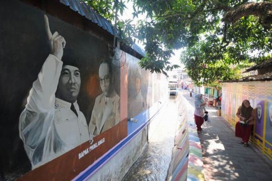 Mural pahlawan Page 2 Small