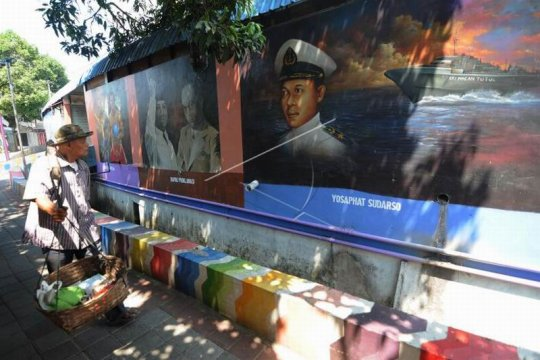 Mural pahlawan Page 1 Small