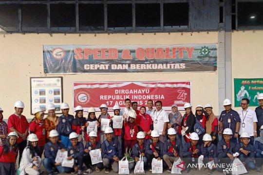 Peserta SMN Sultra melihat pabrik perkapalan PT DAK