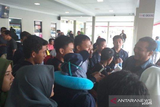 Suasana haru mewarnai pemulangan peserta SMN asal Sulawesi Tenggara