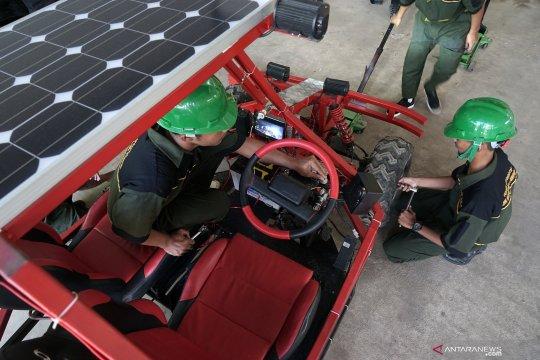 Mobil listrik tenaga surya karya anak SMK