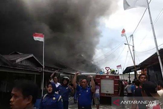 Kota Tua Penagi Natuna terbakar Page 1 Small