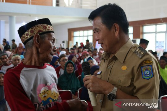 600 warga lansia di Bangka Tengah terima uang jaminan sosial