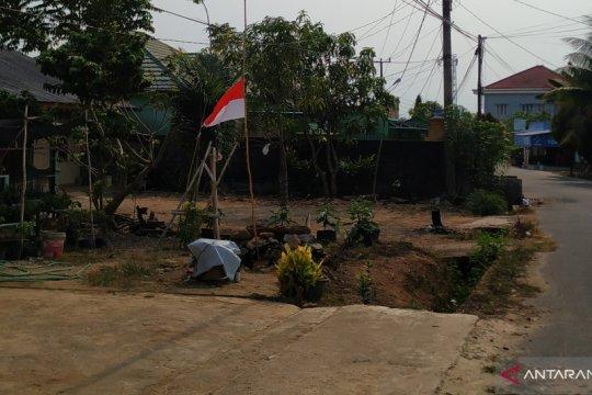 BJ Habibie Wafat - Warga Pangkalpinang kibarkan bendera setengah tiang