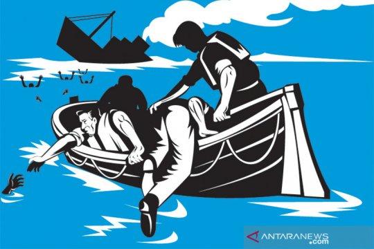 Kapal ikan tenggelam disambar petir, empat awak belum ditemukan