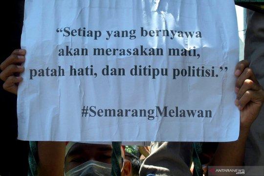 Aksi mahasiswa tolak pengesahan RUU KUHP di Semarang