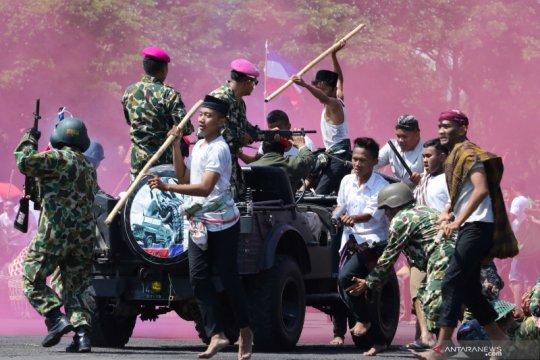 Petunjukan drama kolosal meriahkan perayaan HUT TNI di Surabaya