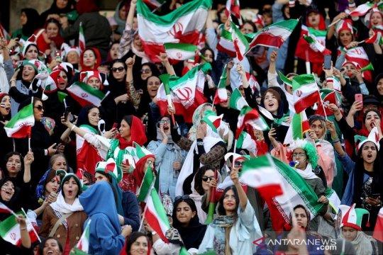 Perempuan Iran kini diizinkan tonton sepak bola di stadion