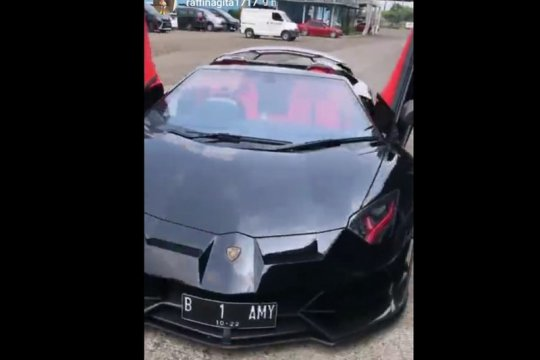 Lamborghini harga miliaran rupiah terbakar, ini penjelasan Raffi Ahmad