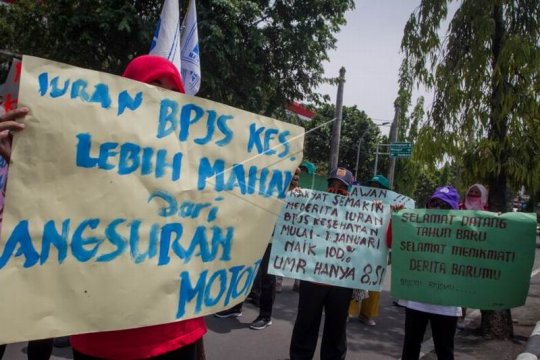 Unjuk rasa menolak kenaikan BPJS Page 1 Small