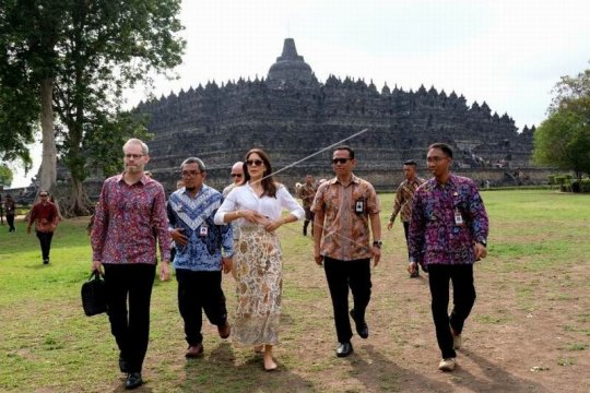 Puteri Kerajaan Denmark kunjungi Borobudur Page 2 Small