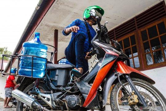 Agar tetap bugar di cuaca ektrem, masyarakat harus cukupi kebutuhan air mineral