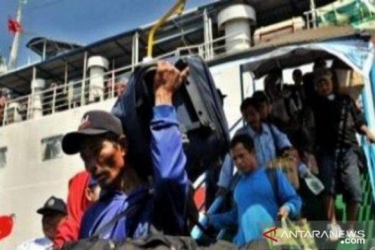 Penumpang kapal laut di Pelabuhan Pangkalbalam turun jelang Natal