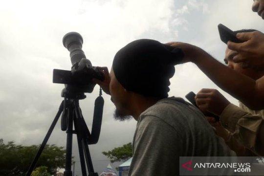 Warga Bangka Tengah berhasil lihat GMC kendati cuaca mendung