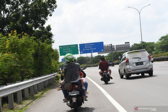 Banjir Jakarta, pengendara sepeda motor diperbolehkan masuk jalan tol