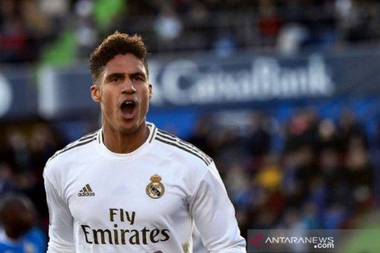 Real Madrid siap lepas Raphael Varane ke MU