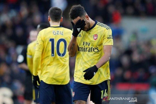 10 pemain Arsenal tahan imbang Palace 1-1