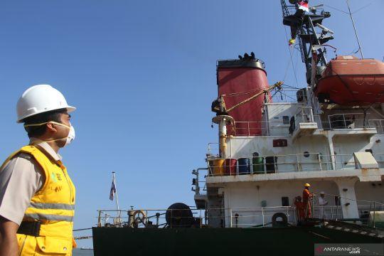 Kunjungan ke kapal dalam karantina
