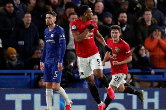 Manchester United curi tiga poin dari Chelsea setelah menang 2-0