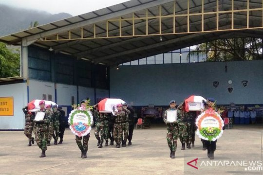 Jenazah seorang prajurit TNI  kecelakaan Helikopter MI-17 disemayamkan Yonif 725/Woroagi