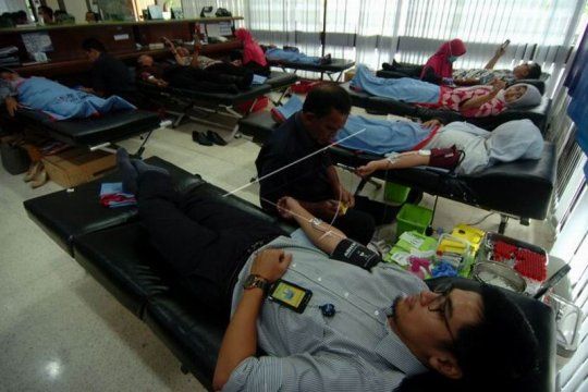 Donor darah pegawai Bank Indonesia Page 2 Small