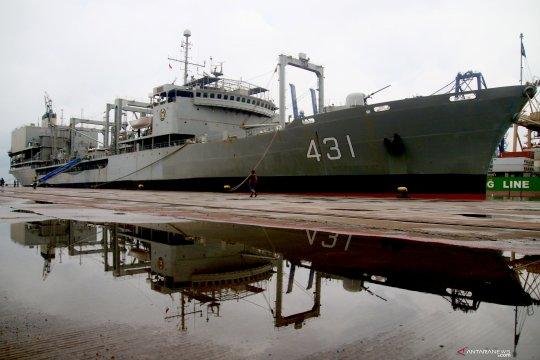 Kapal angkatan laut Iran terbakar di muara Teluk Oman
