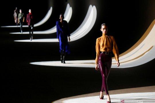 Saint Laurent kembali bergabung ke Paris Fashion Week 2022