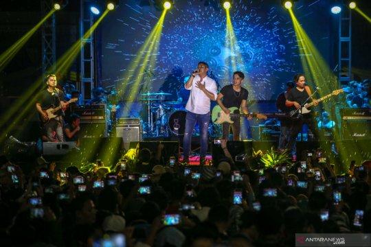 Penampilan Band Ungu di Tangerang