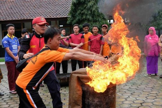 Pelatihan penanganan kebakaran bagi disabilitas netra Page 2 Small