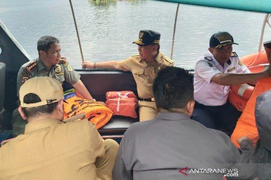 Gubernur Kalteng tinjau lokasi kecelakaan lalu lintas air di Sungai Sebangau Page 1 Small