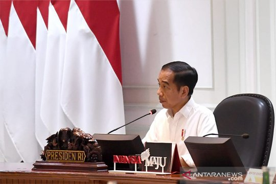 Jokowi instructs ministries to apply social safety net program