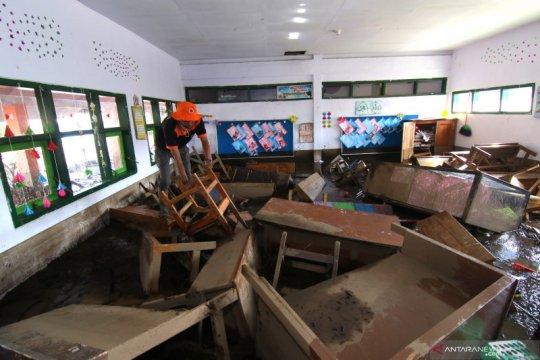 Sekolah rusak terdampak banjir bandang di Bondowoso