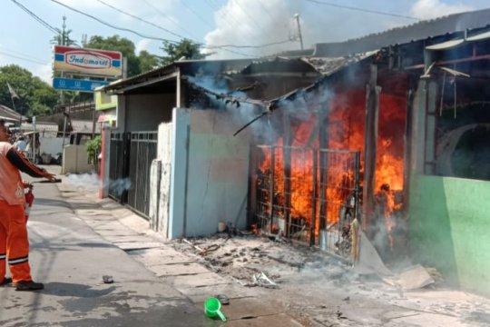 Tempat usaha laundry dan warung makan ludes terbakar