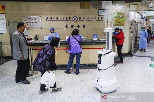 Robot pintar semprotkan disinfektan di RS Wuhan