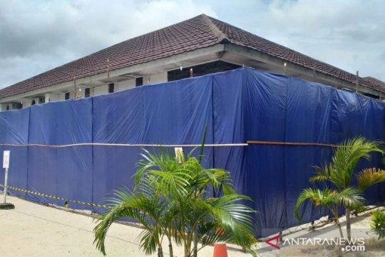 Gedung isolasi pasien COVID-19 di RSUD Belitung ditutup terpal