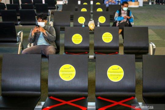 Penerapan social distancing di Bandara Soetta