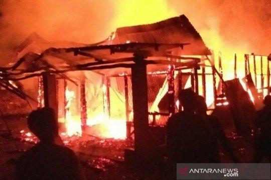 Kebakaran rumah, nenek dan cucu tewas terbakar