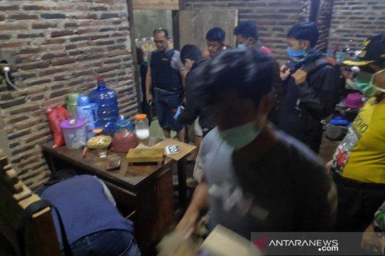 Densus 88 tangkap lima terduga teroris, satu diantaranya tewas