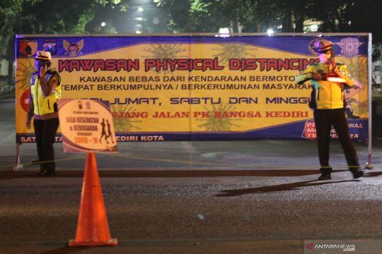 Physical distancing di kota Kediri