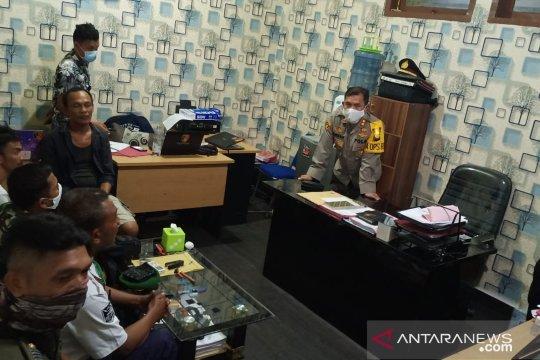 Polres Bangka Barat tangkap calo penumpang di Pelabuhan Tanjungkalian